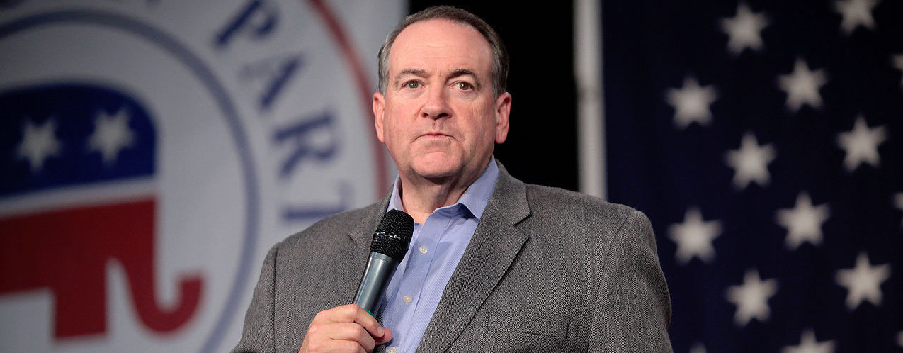 It's me, Mike Huckabee. I'm here at The Hot Goss to teach ya'll the number one easiest trick to being funny on twitter. Being a comedian isn't hard at all!